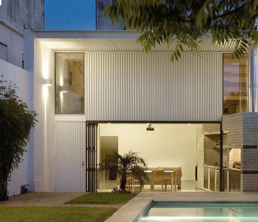 Casas de metal en Argentina: proyectos con revestimiento exterior de chapa  | Plataforma Arquitectura