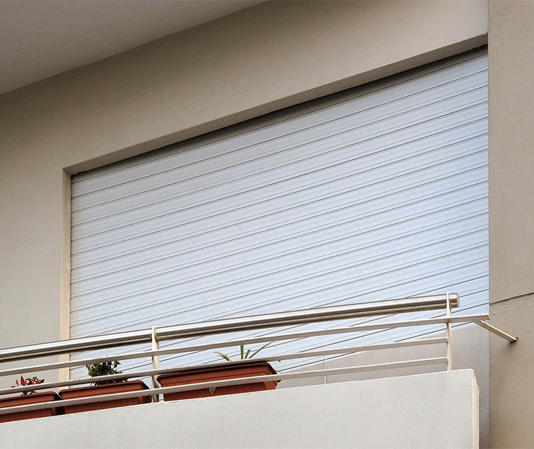 cortinas de enrollar comunes y regulables